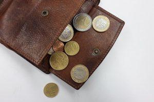 革財布は黒ずみ手入れで生まれ変わる。革の手垢・汚れ落とし方