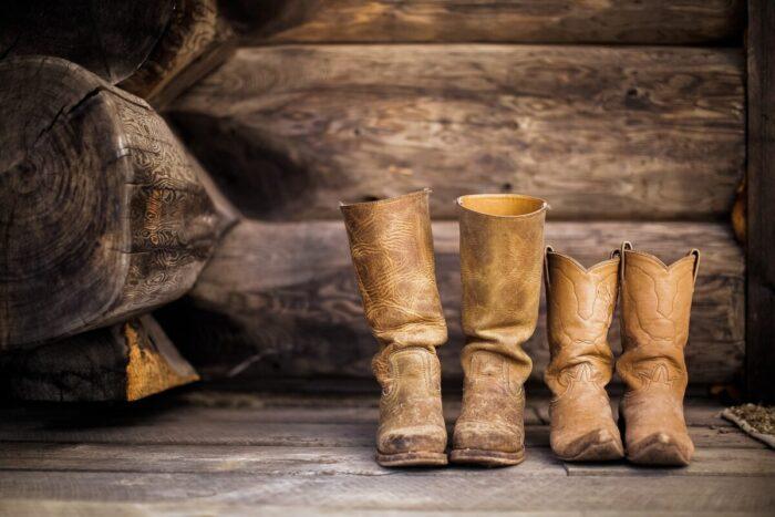 ブーツのクリーニングを自宅でするには?素材別の手順と必要なグッズを紹介!