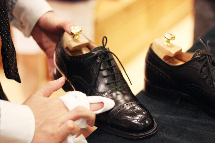 革靴の磨き方とは?簡単にピカピカに磨く裏ワザがあった?