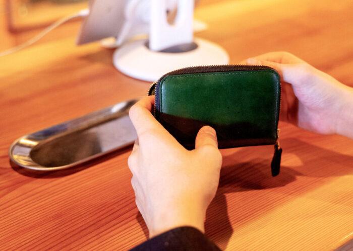 7eae76d799ce 毎日持ち歩く財布だからこそ、デザインや機能にこだわる方も多いはず。シンプルで機能的な財布を持ち歩いて毎日のお会計をスタイリッシュにしませんか?